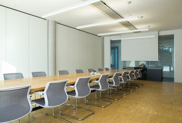 Mobile Falttrennwände Konferenzraum fritzoffice Streicher 17 (2)